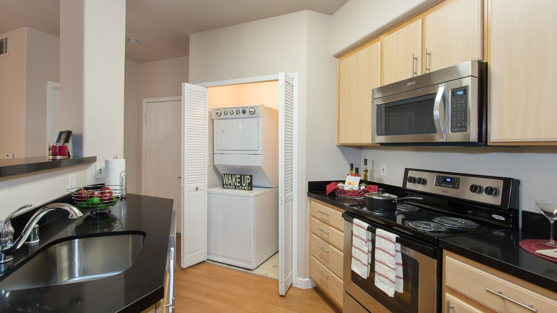 Acappella Pasadena - Kitchen and Washer/ Dryer