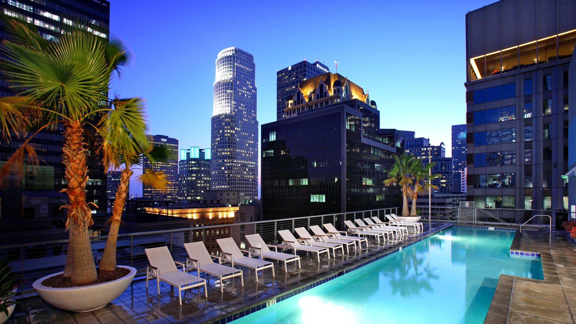 Pegasus Apartments - Swimming Pool