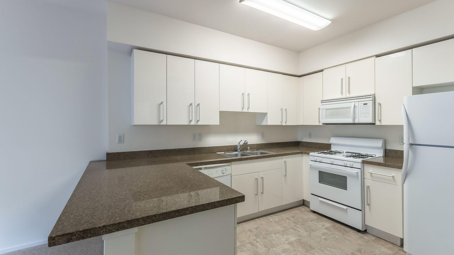 Lindley Apartments - Kitchen