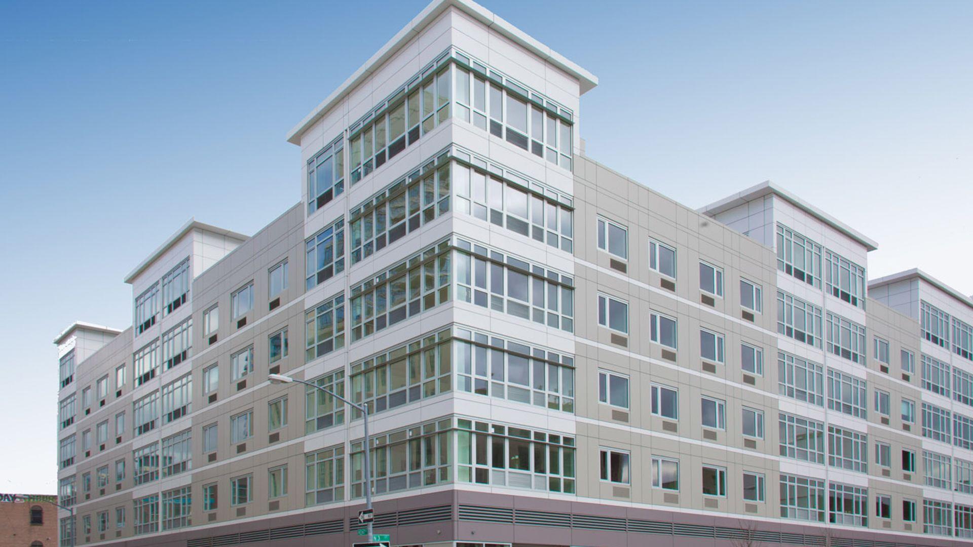 175 Kent Apartments - Exterior