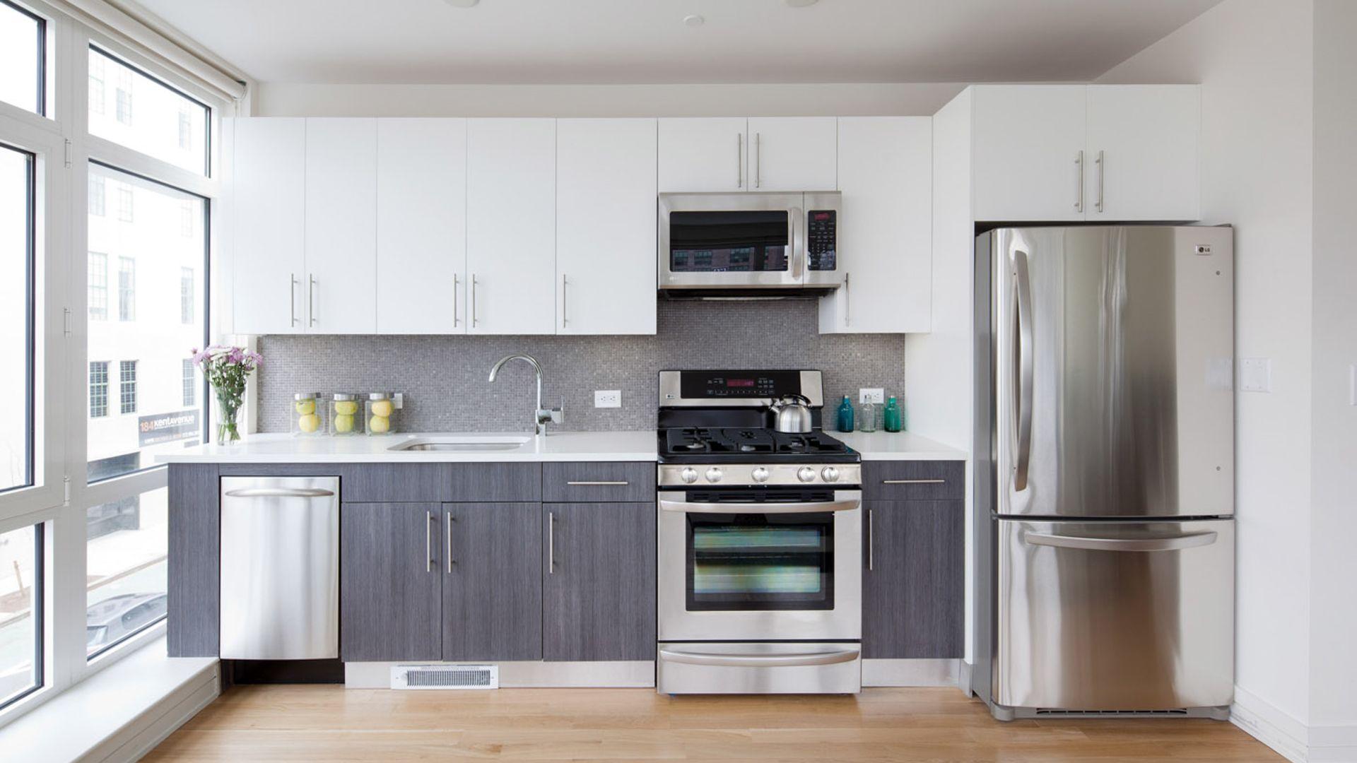 175 Kent Apartments - Kitchen