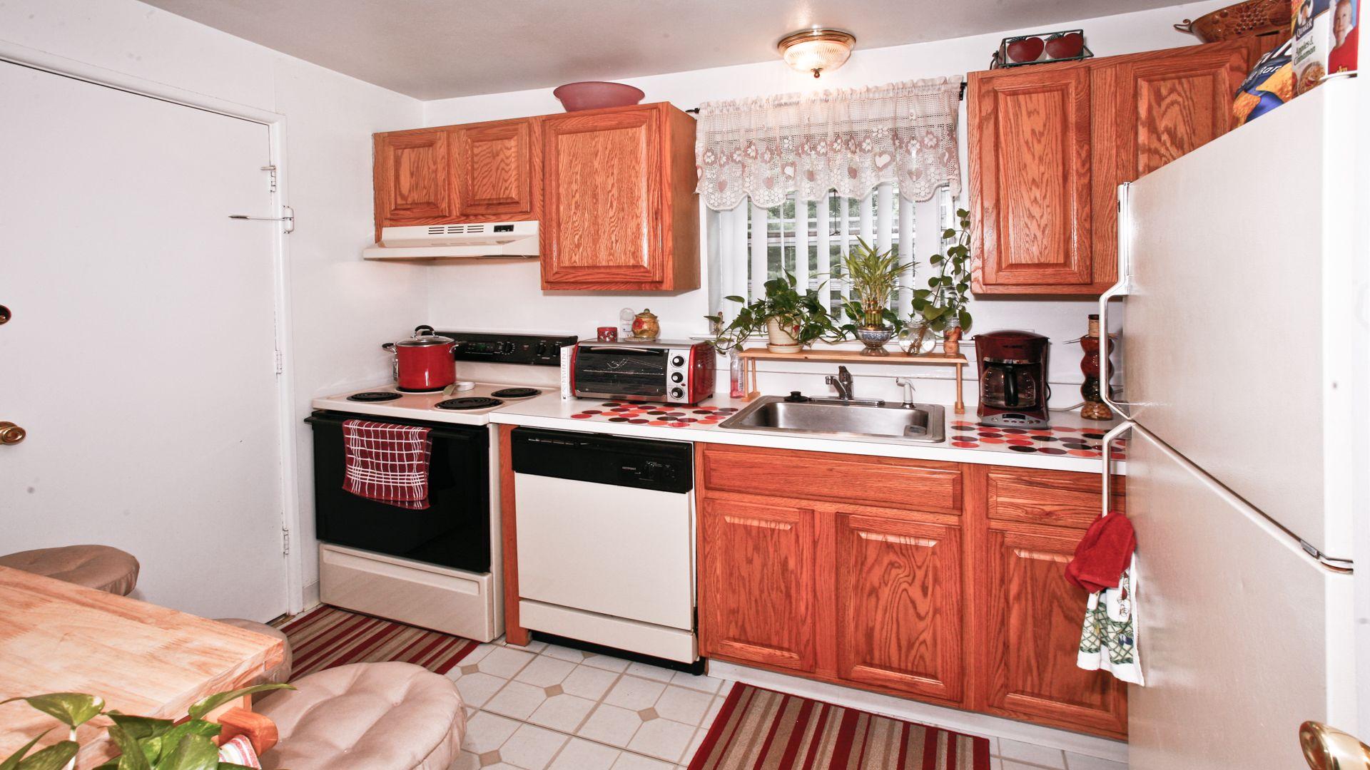 Greenfield Village Apartments - Kitchen