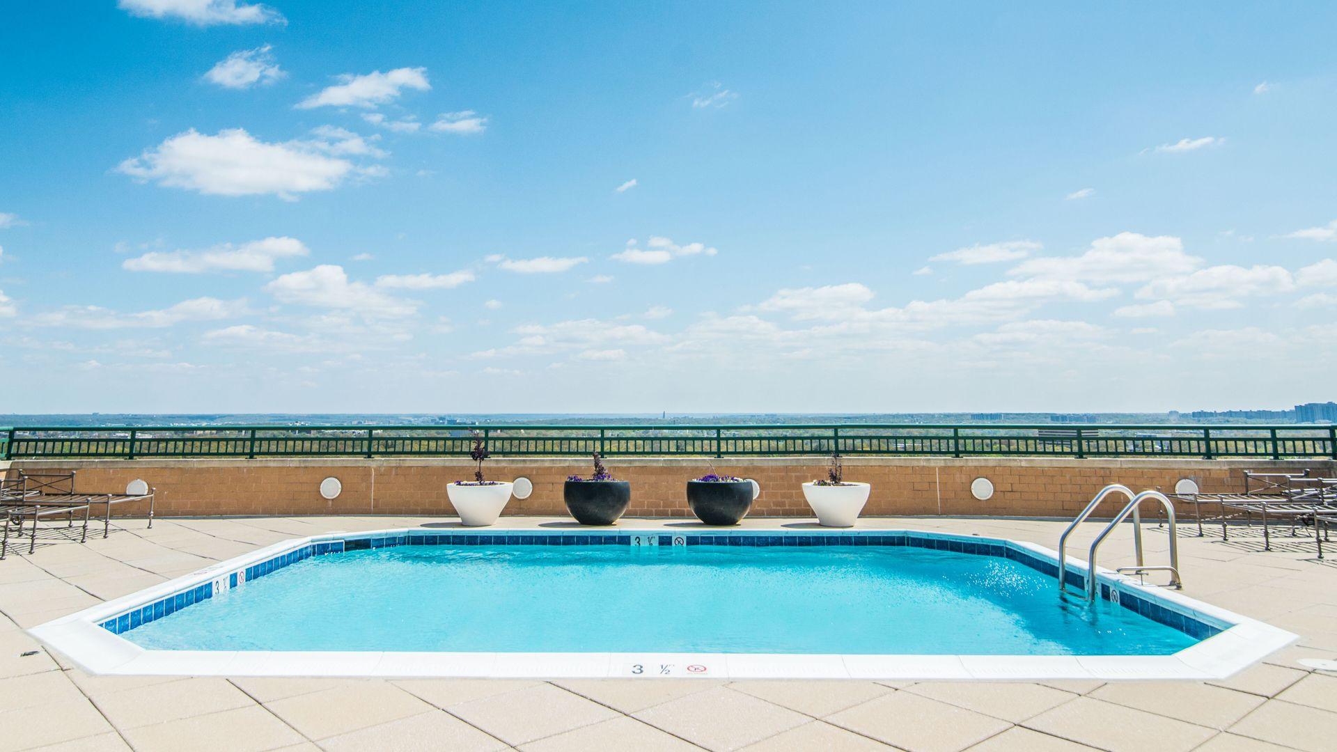 Virginia Square Apartments - Swimming Pool