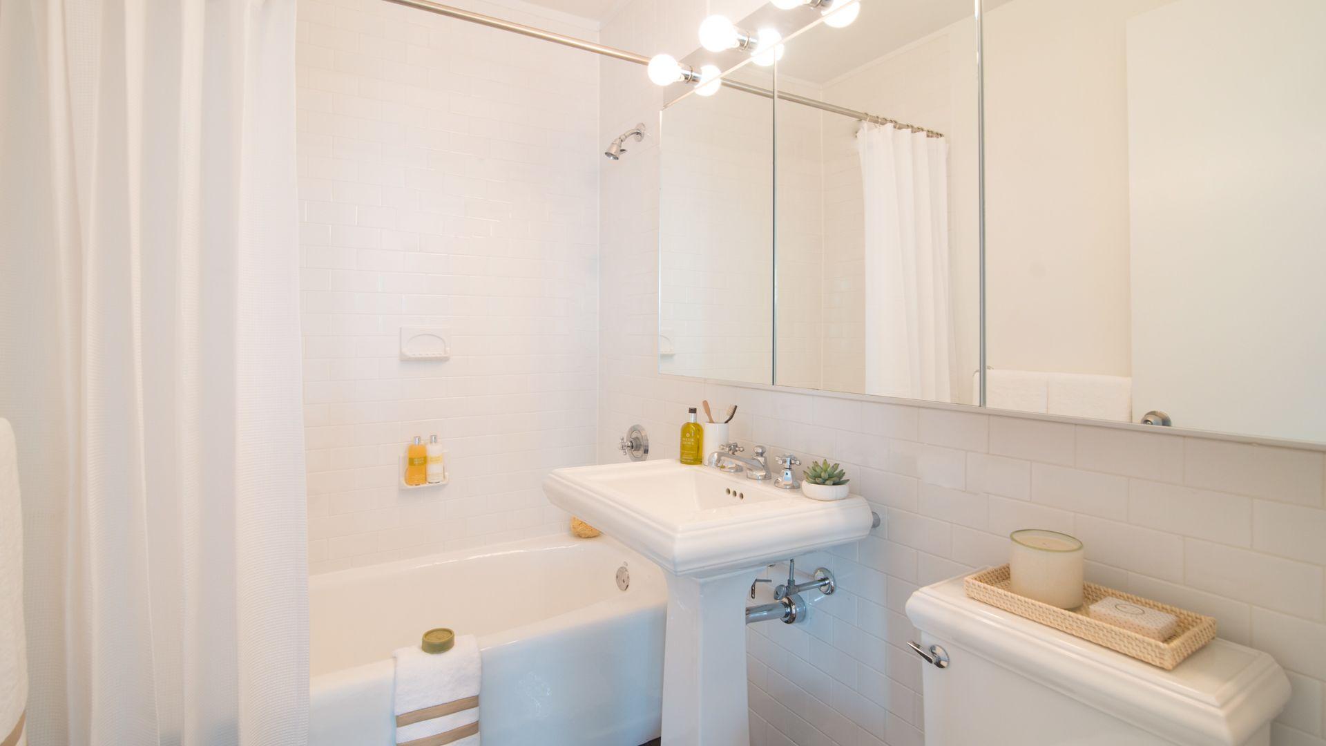 101 West End Apartments - Bathroom