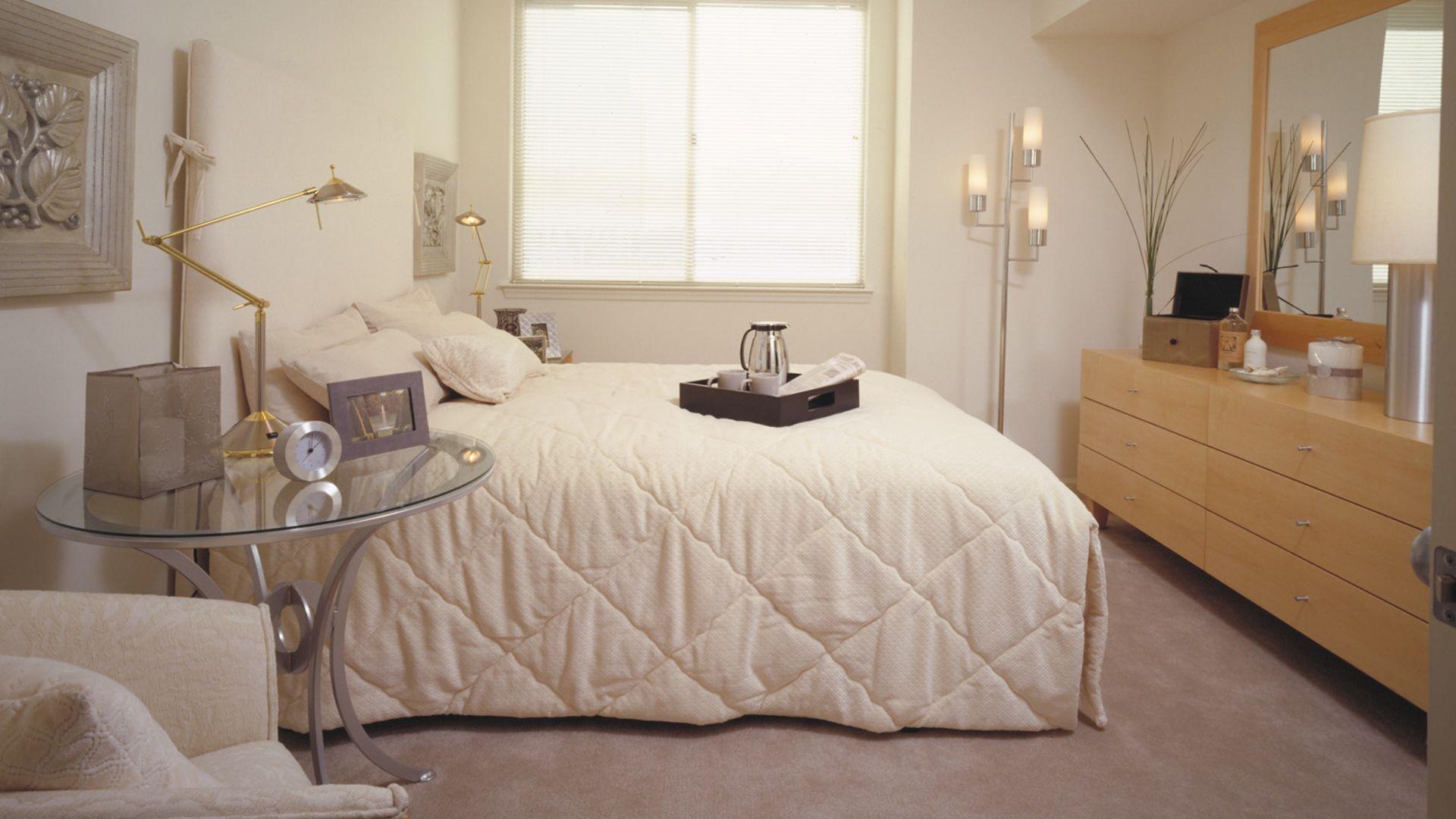 2201 Wilson Apartments - Bedroom