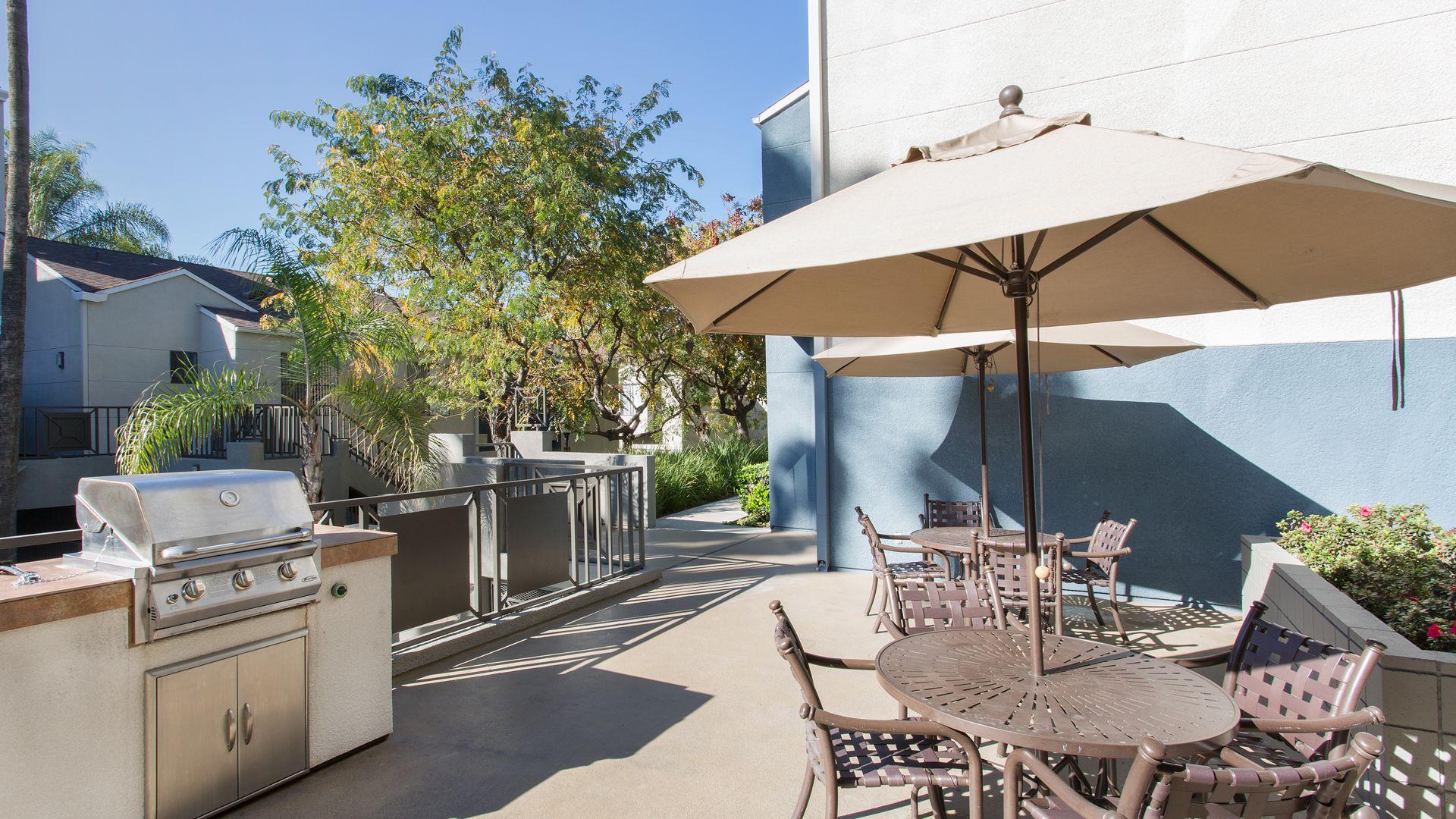 Prado Apartments - Grilling Area