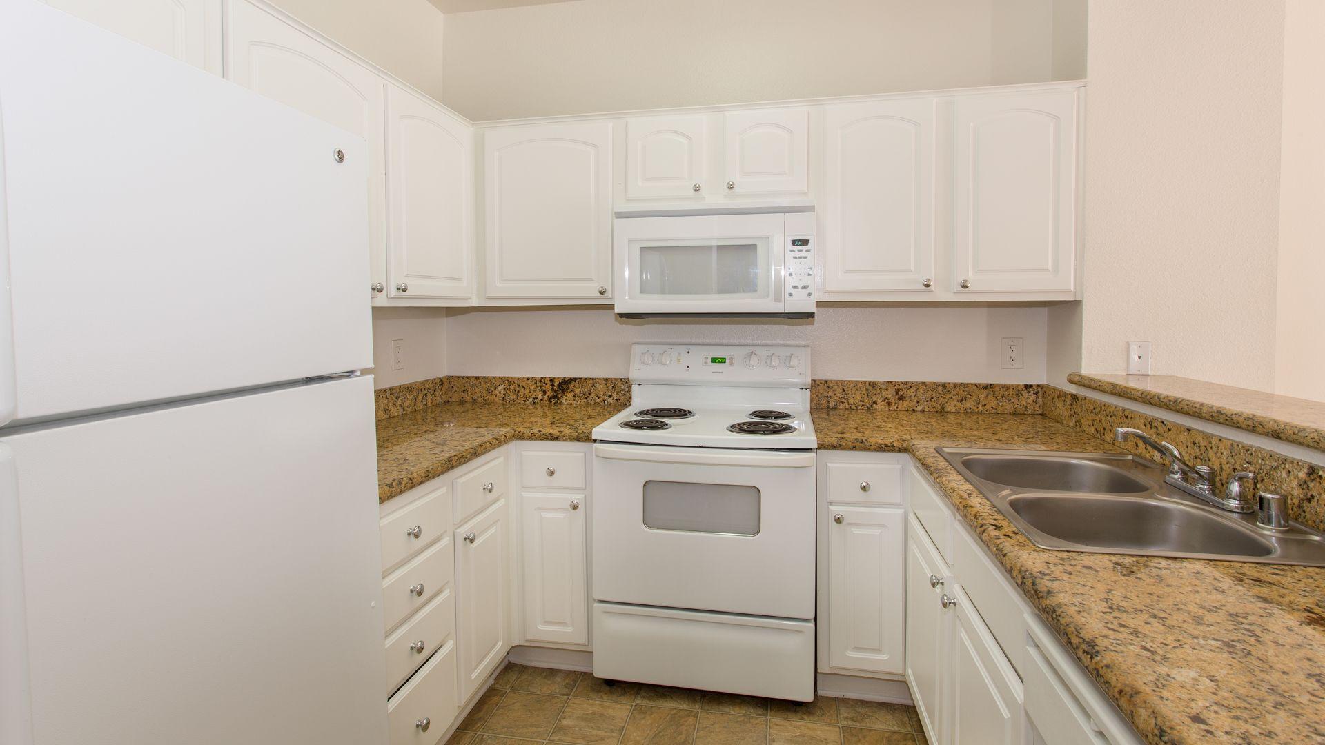 Prado Apartments - Kitchen