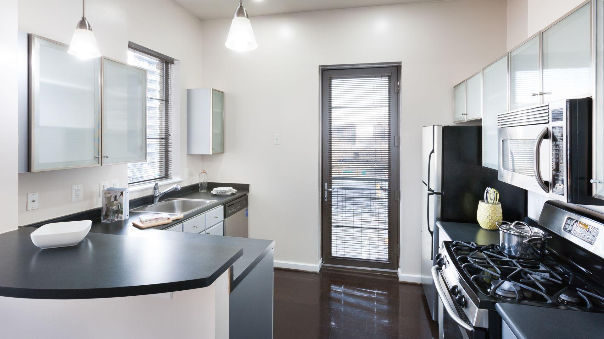 Lofts 590 Apartments - Kitchen
