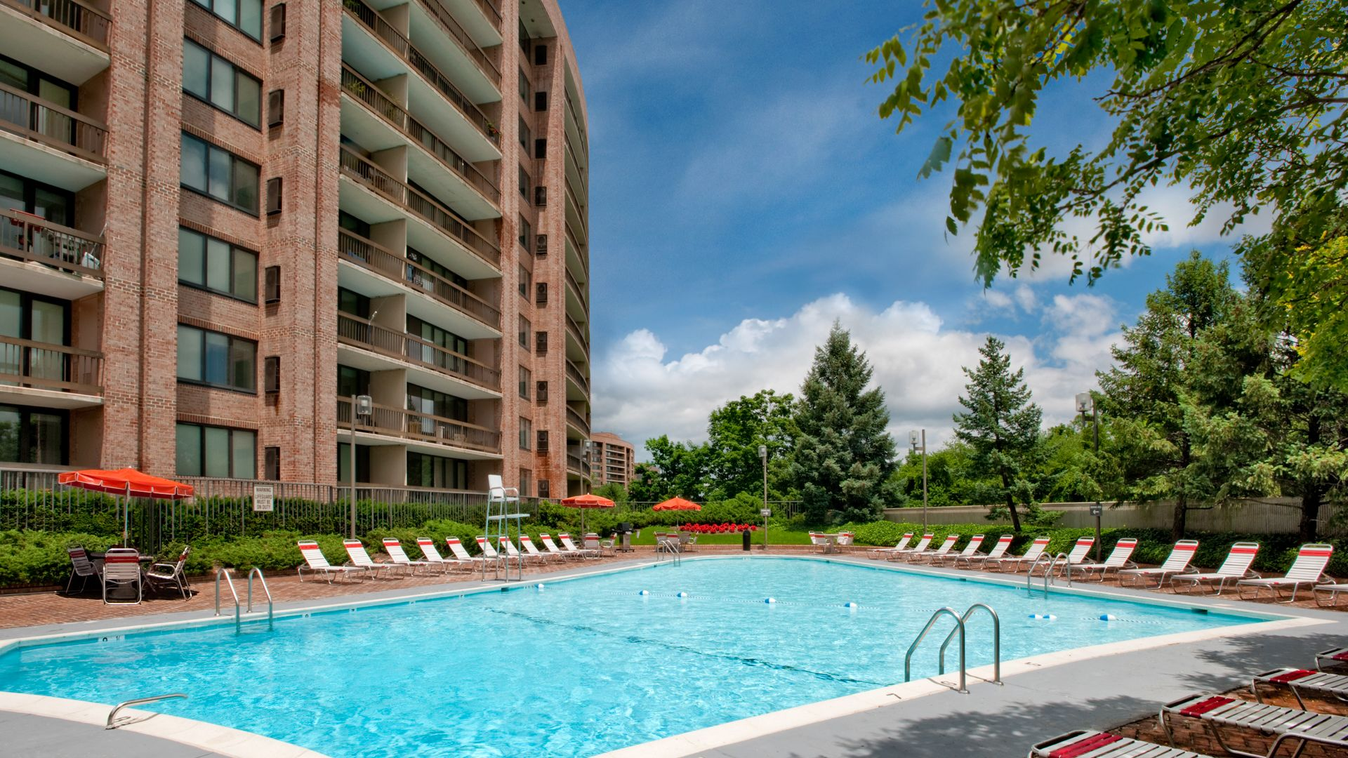 Crystal Place Apartments - Pool
