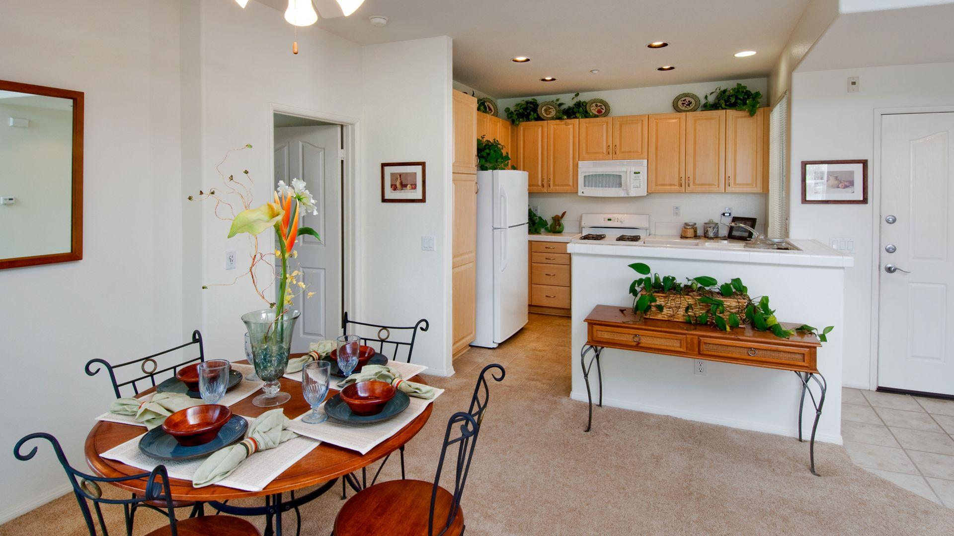 Via Ventura - Kitchen and Dining Room