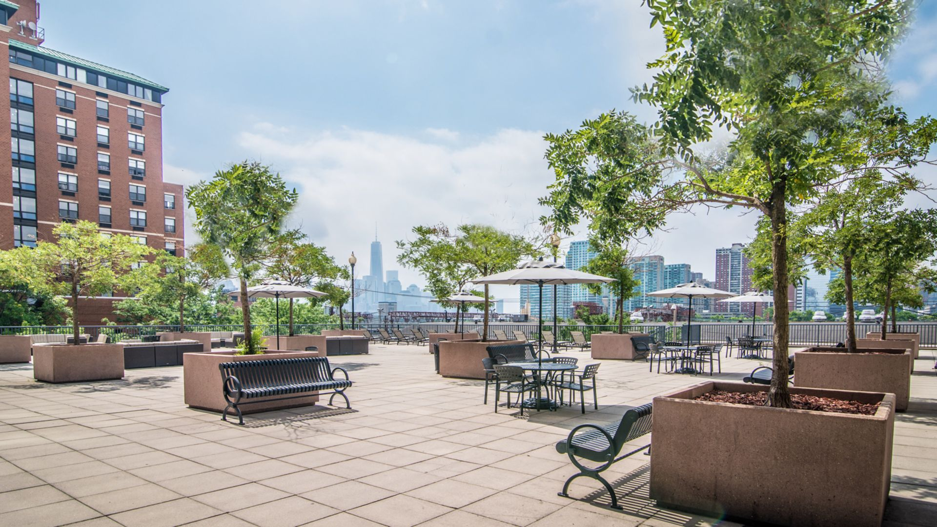 77 Park Avenue Apartments - Deck
