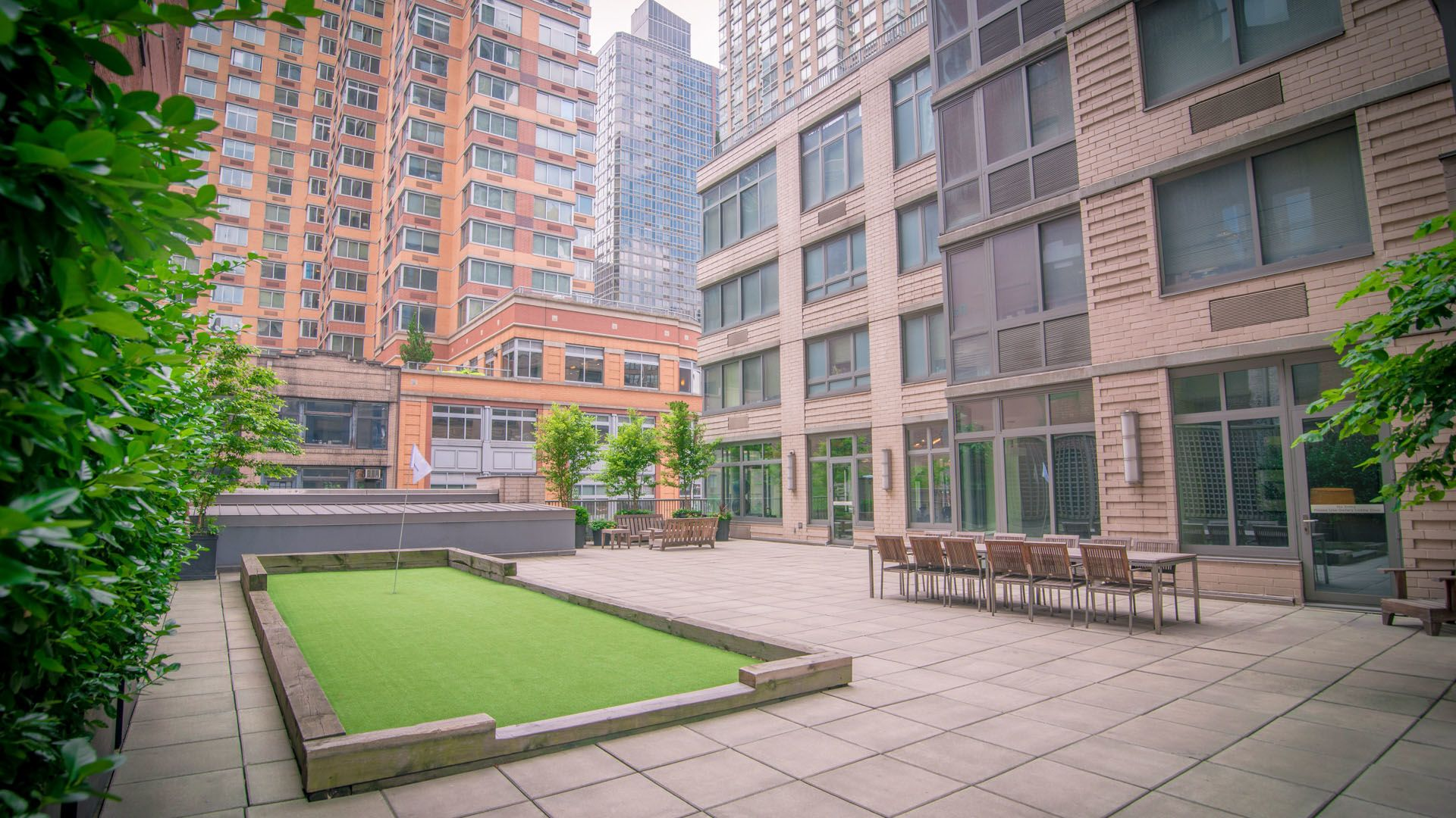 800 Sixth Apartments - Courtyard