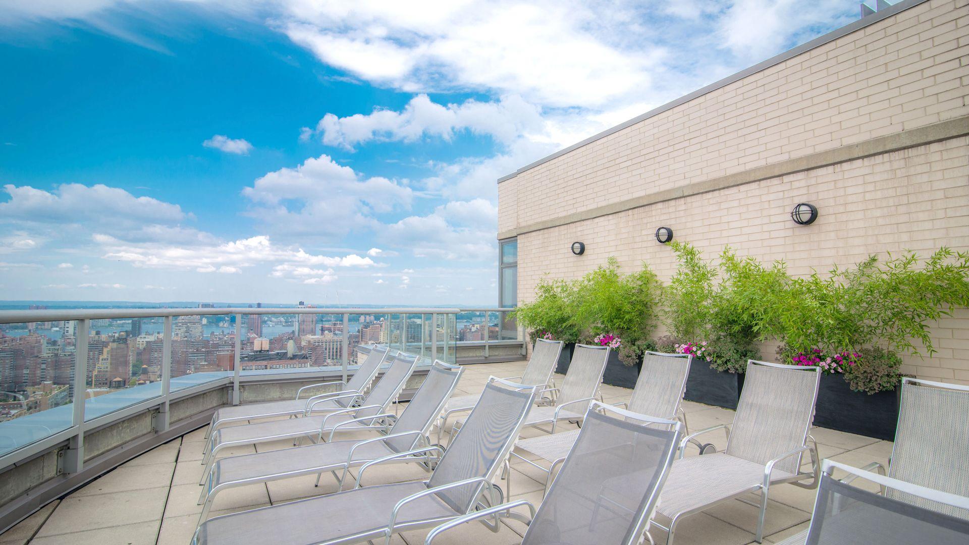 800 Sixth Apartments - Terrace
