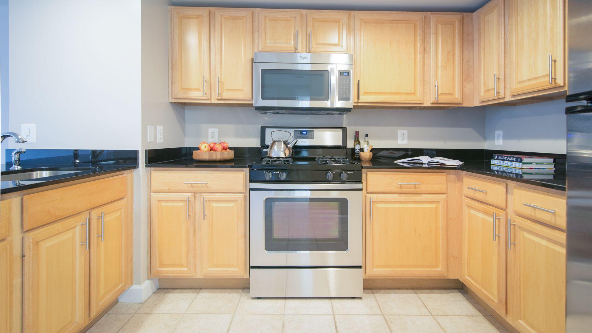 1800 Oak Apartments - Kitchen