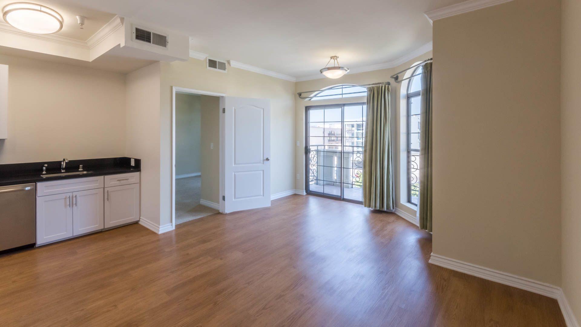 425 Broadway Apartments - Living Room