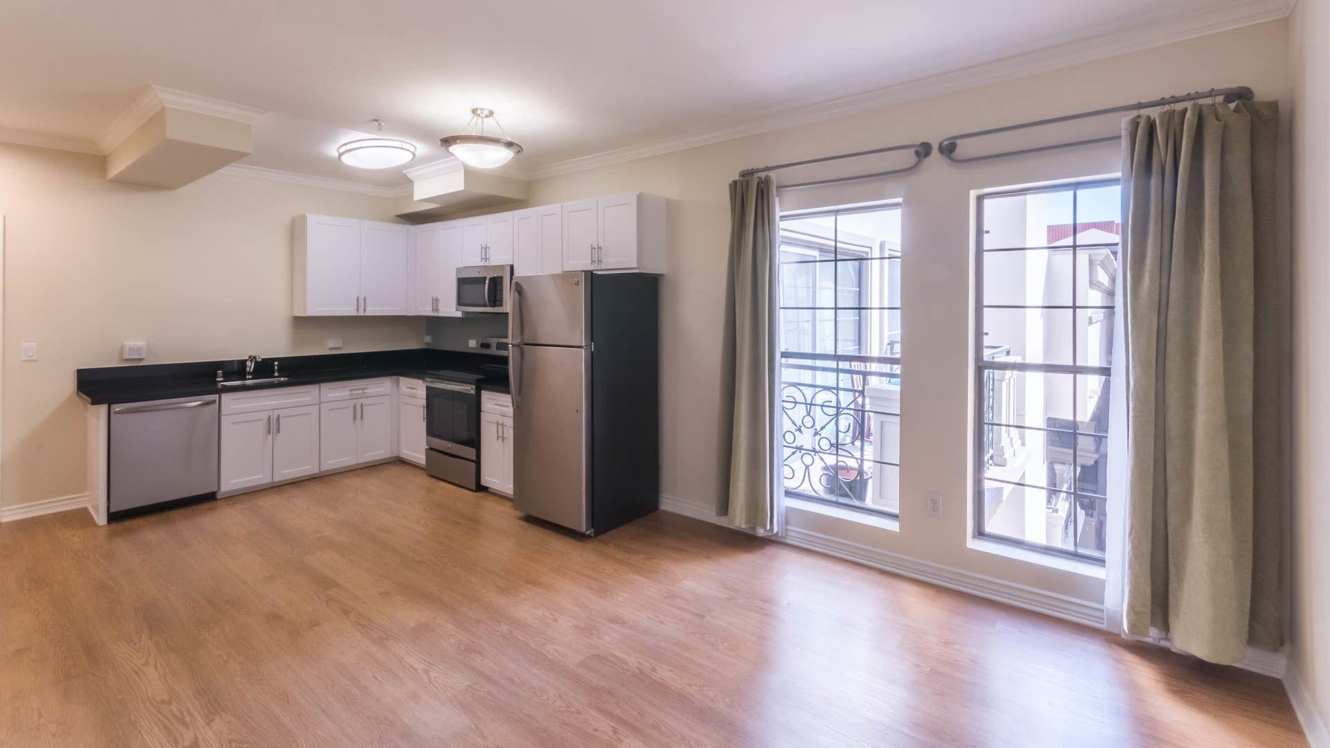 425 Broadway Apartments - Kitchen