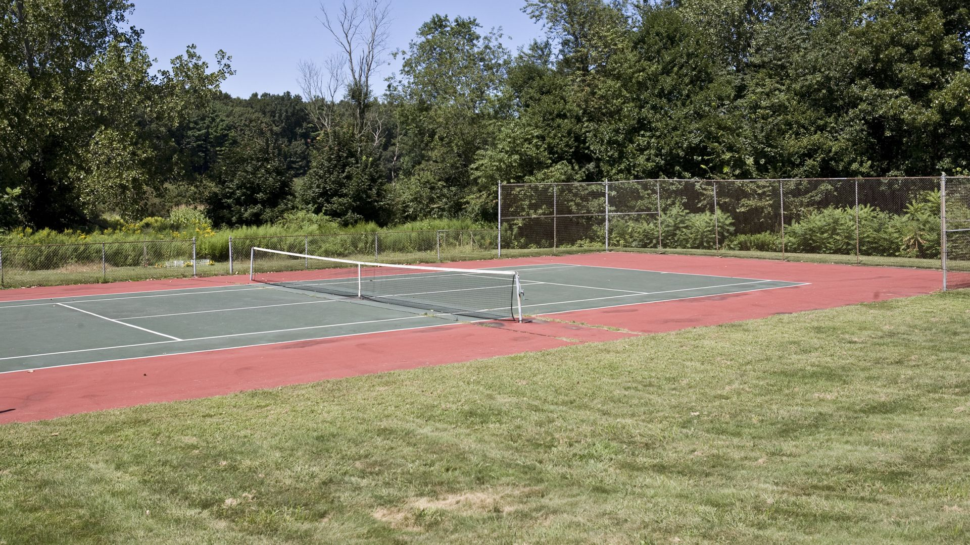 High Meadow Apartments - Tennis Court