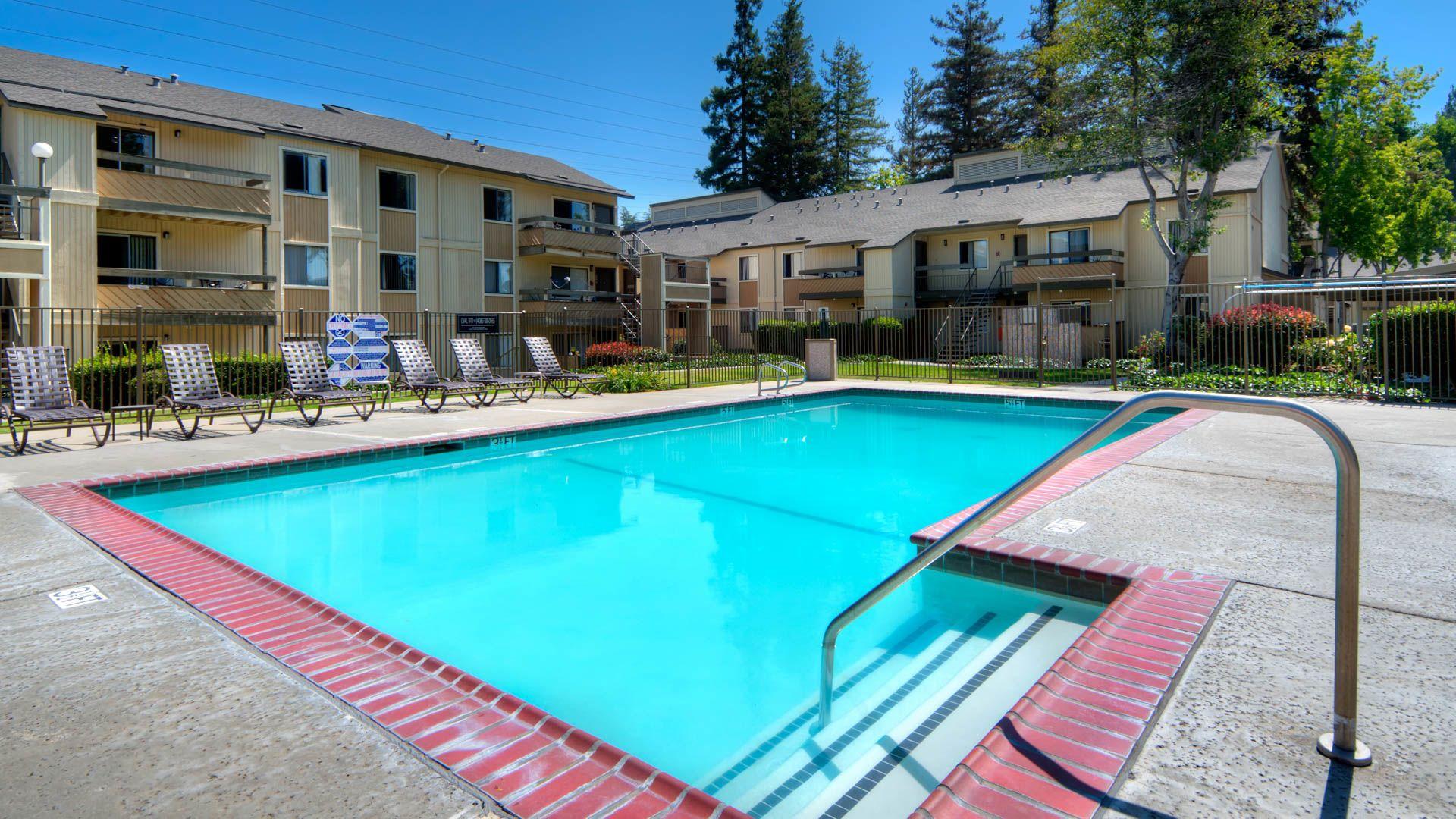 Arbor Terrace Apartments - Swimming Pool