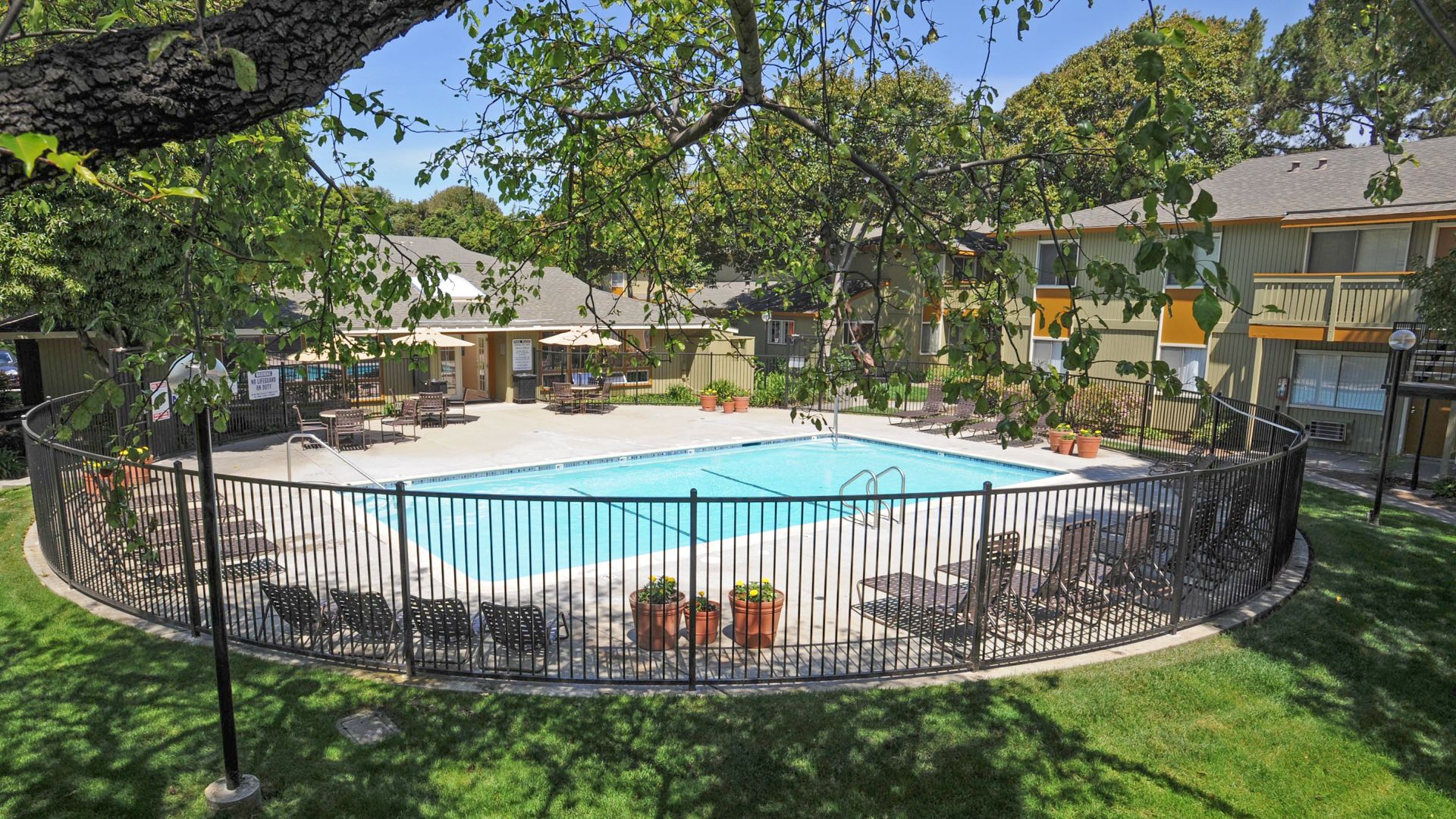 Parkside Apartments - Pool