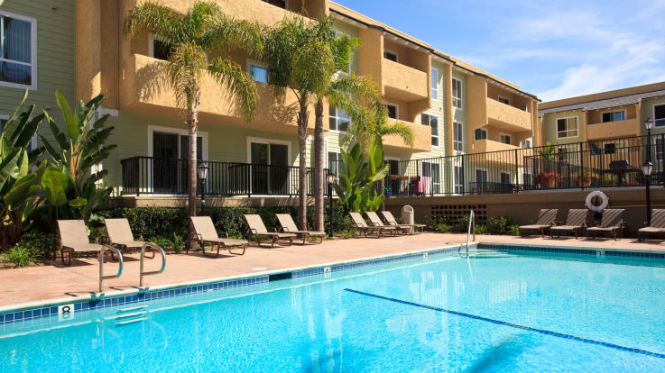 Playa Pacifica Apartments - Swimming Pool
