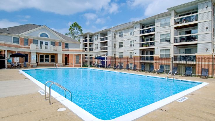 Columbia Crossing Apartments - Swimming Pool