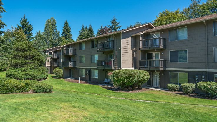 Redmond Court Apartments - Exterior
