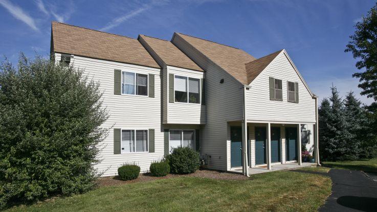 Briar Knoll Apartments - Exterior