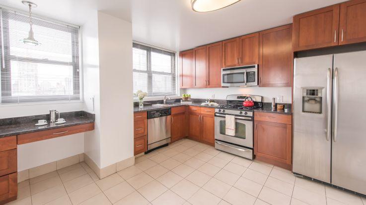 Parc East Apartments - Kitchen