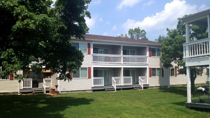 Fox Hill Apartments - Exterior