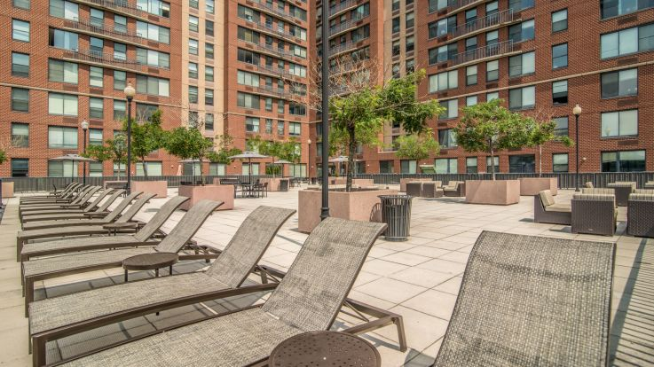 77 Park Avenue Apartments - Sun Deck