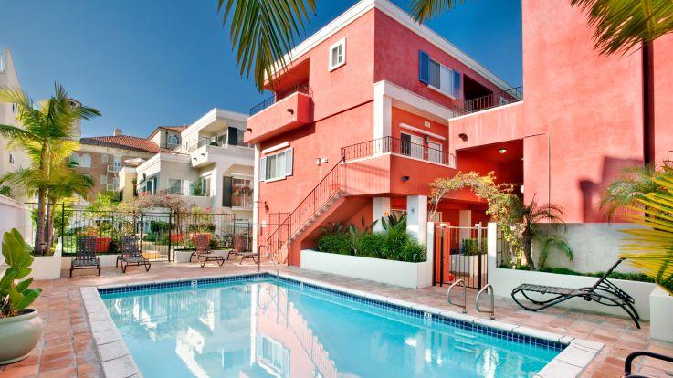 Citrus Suites - Swimming Pool