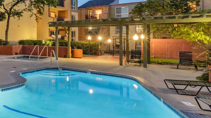 Northridge Apartments - Swimming Pool