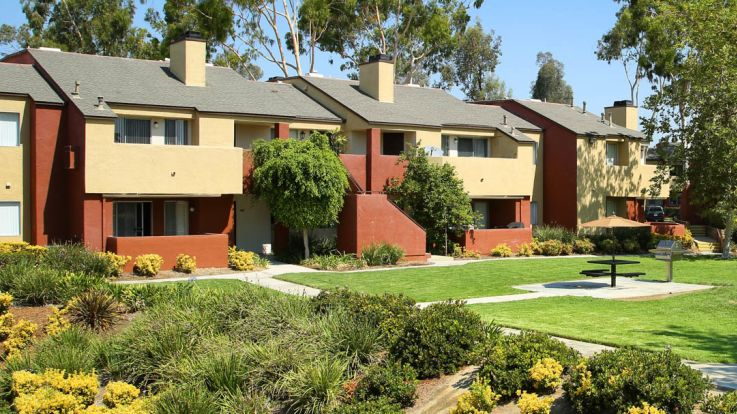 Villa Solana Apartments   Exterior