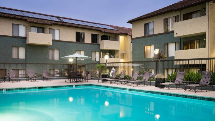 Ocean Crest Apartments - Swimming Pool