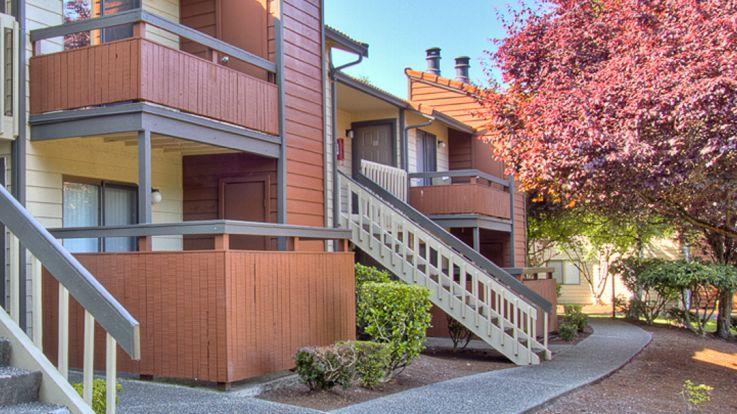 Bellevue Meadows Apartments - Exterior