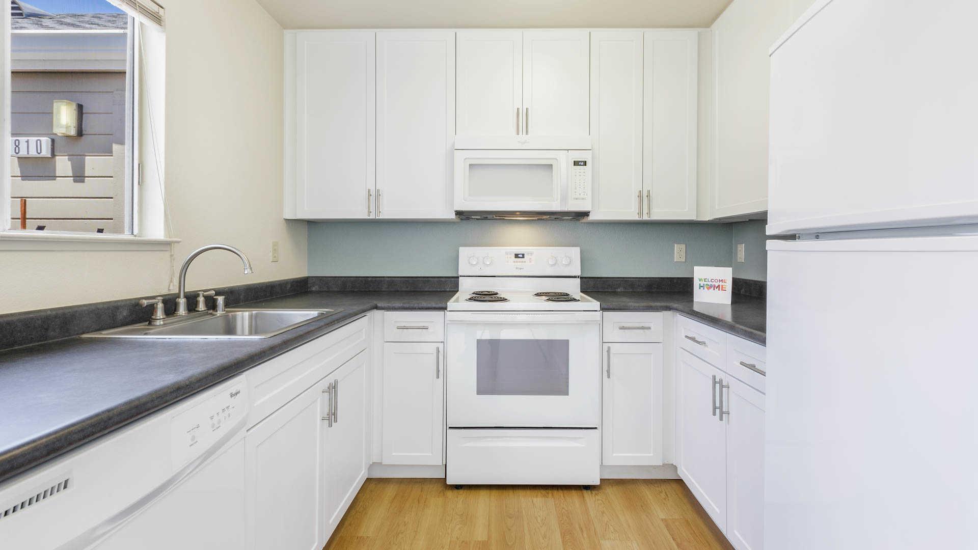 Fancy Hillwood Kitchens Frieze - Kitchen Cabinets | Ideas ...