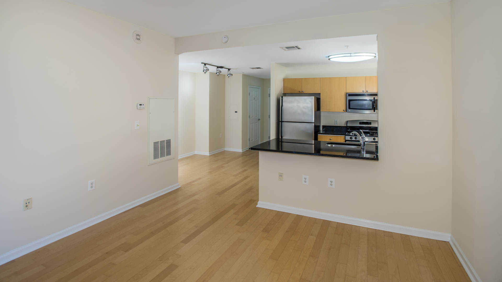 the reserve at clarendon centre apartments in arlington - 3000 n