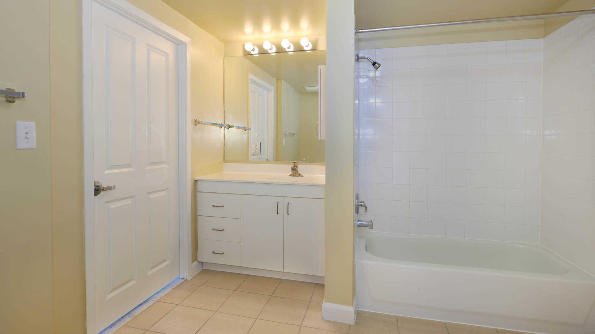 The pier apartments bathroom