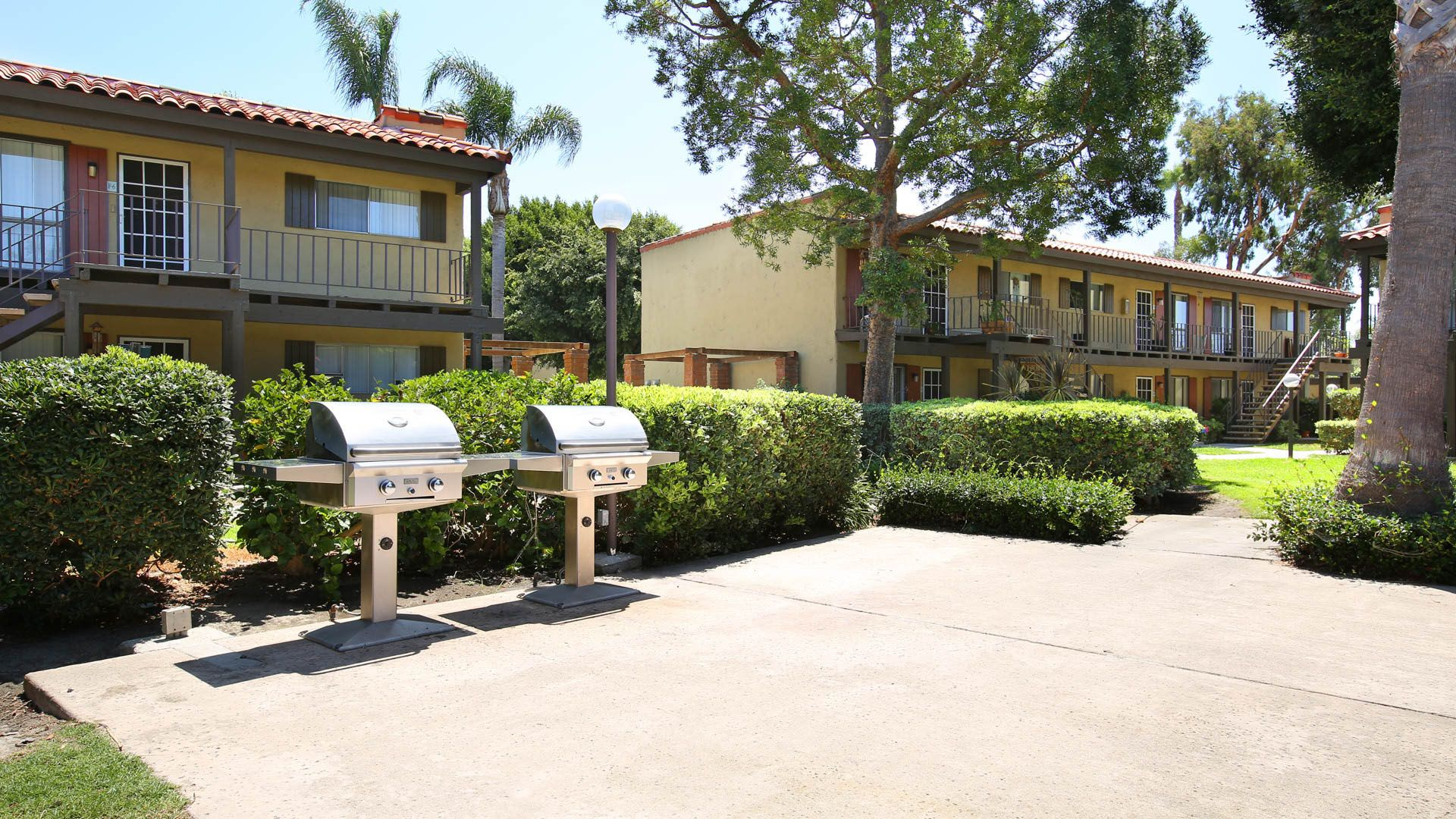 Regency Palms Apartments - Grilling
