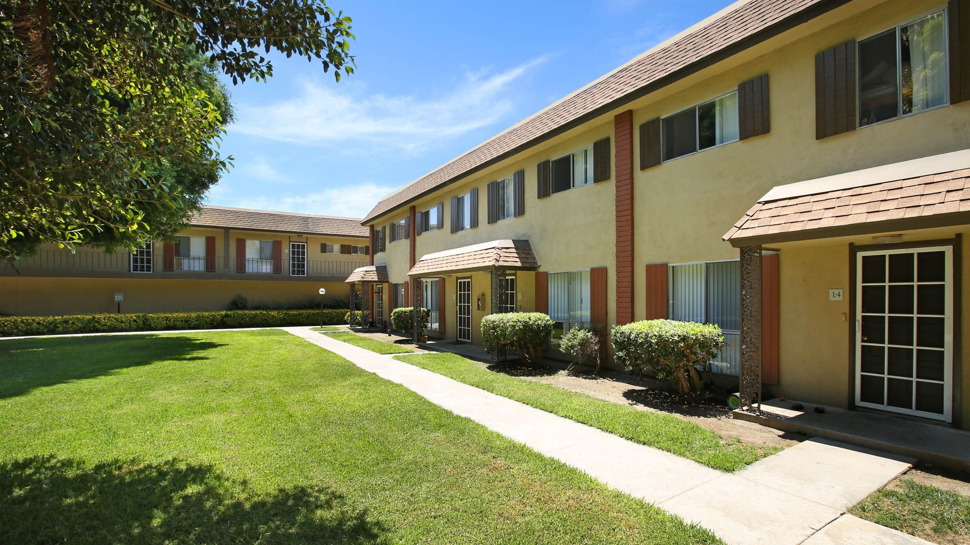 Regency Palms Apartments - Exterior