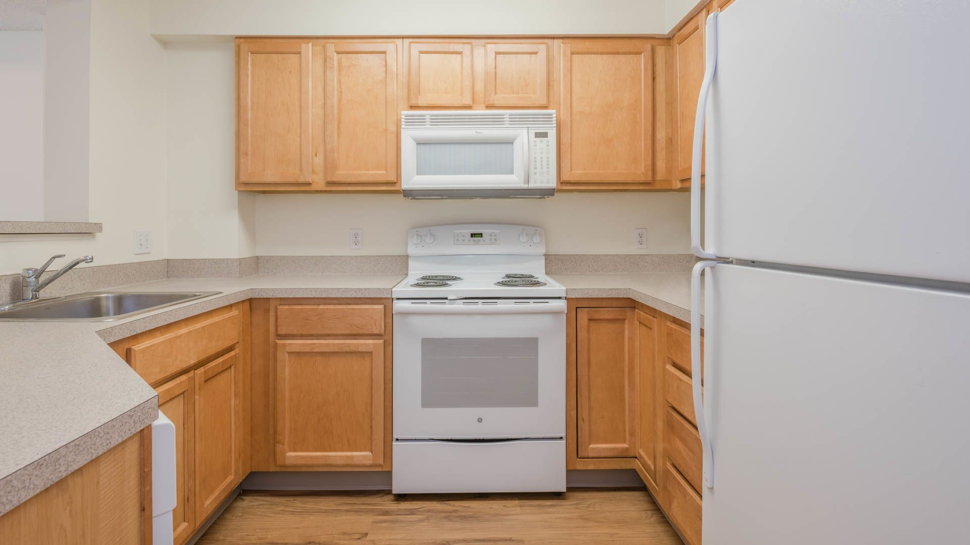 Rosecliff Apartments - Kitchen