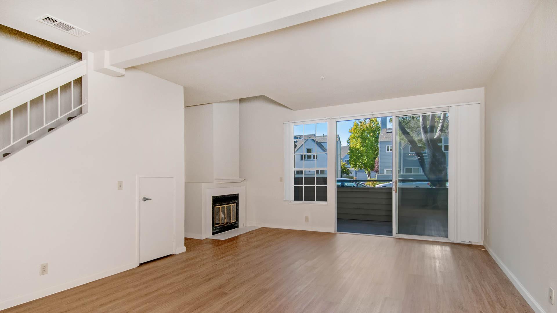 Schooner Bay Apartment Homes - Living Area