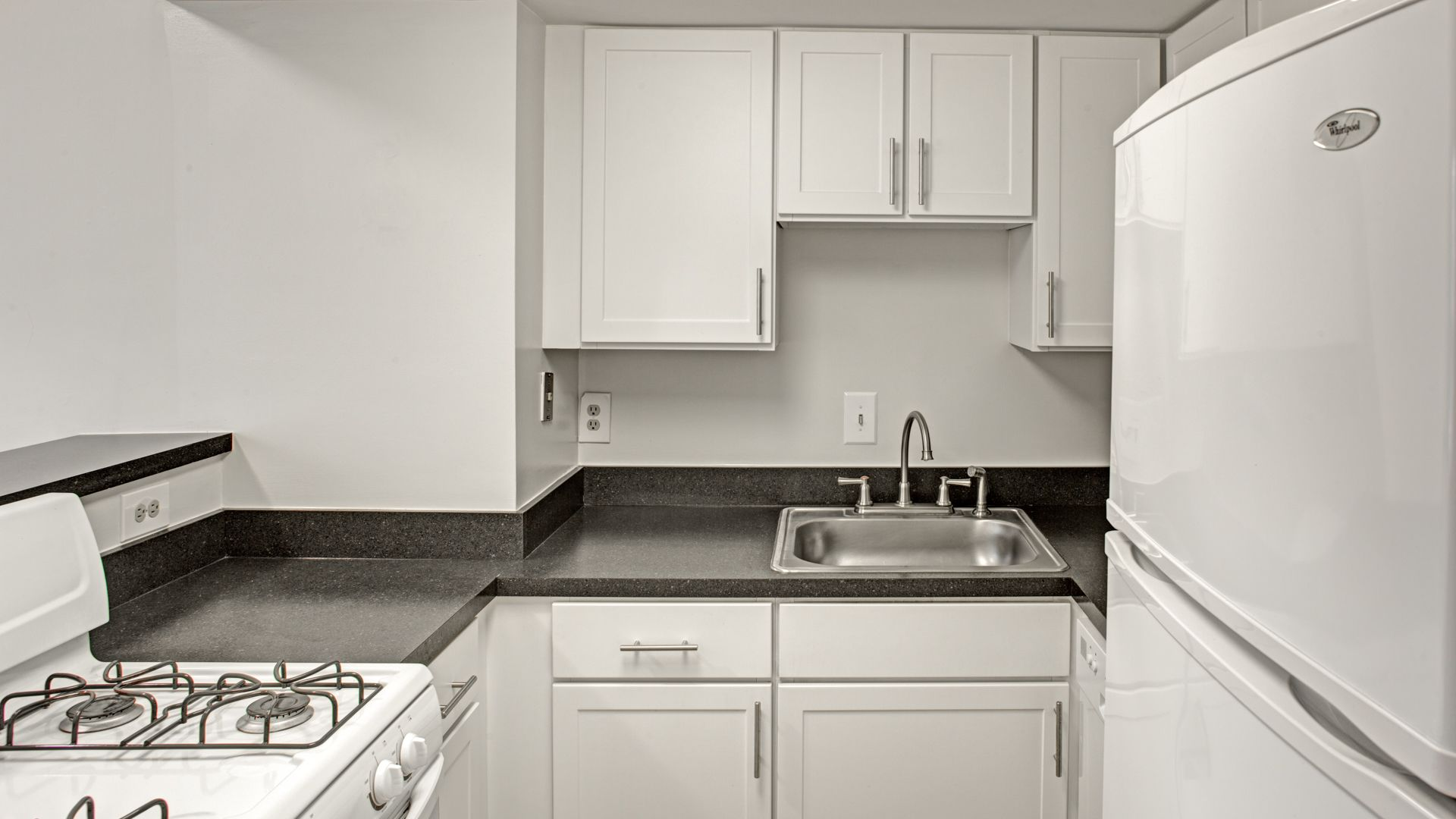 Sheffield Court Apartments - Kitchen
