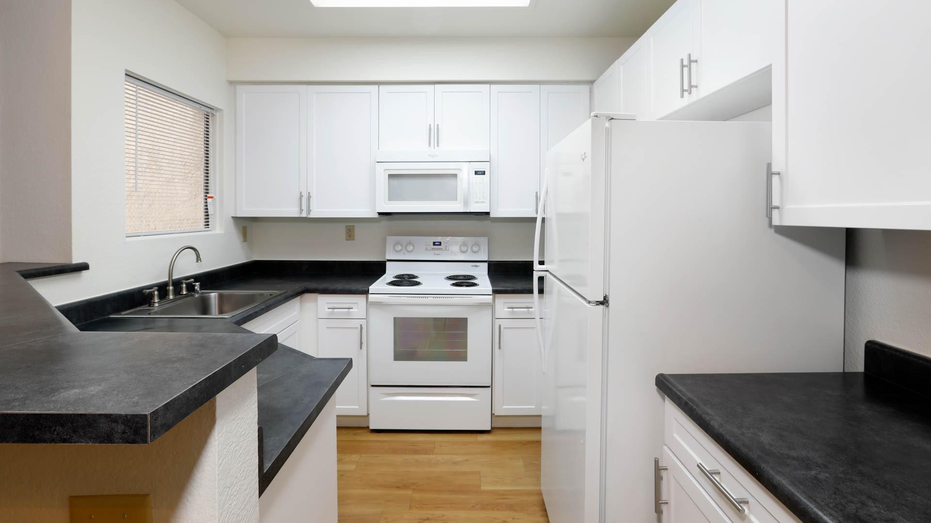 Siena Terrace Apartments - Kitchen