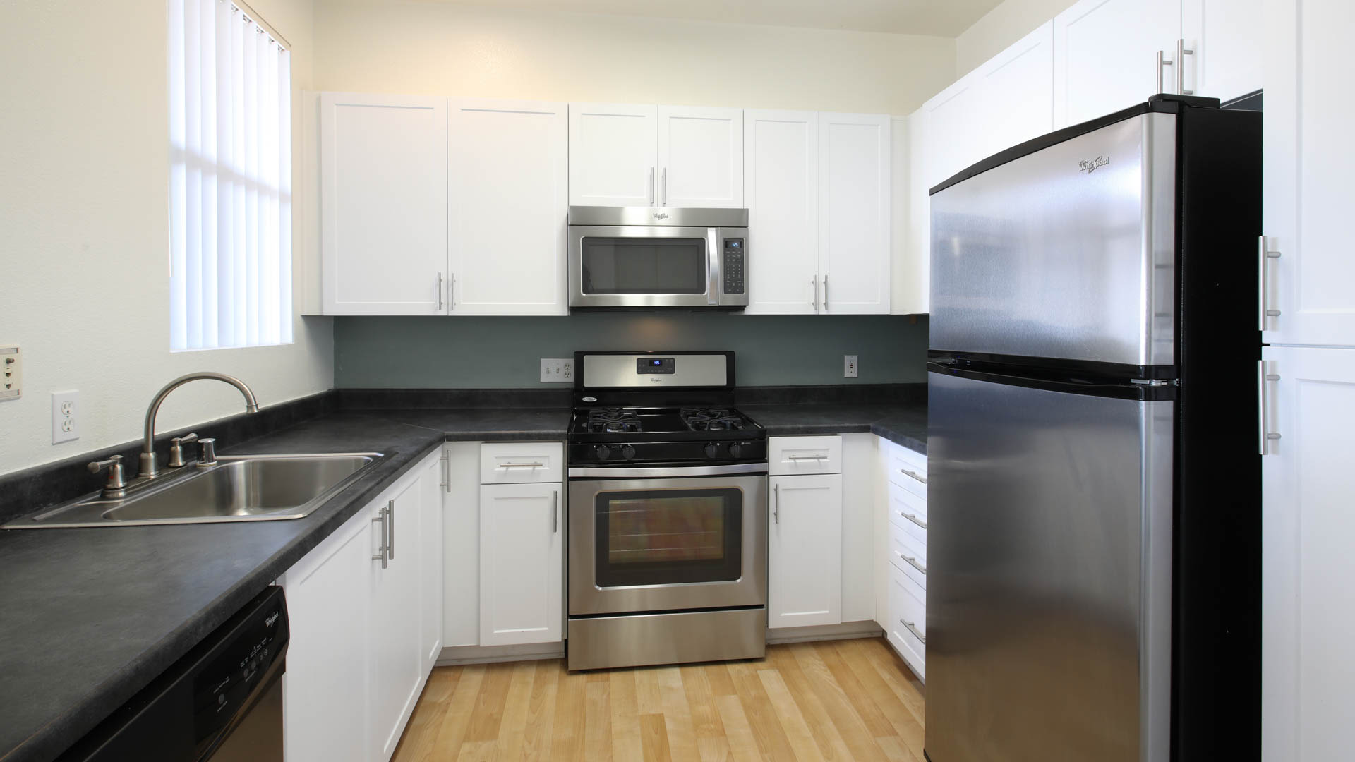 Skyview Apartments - Kitchen