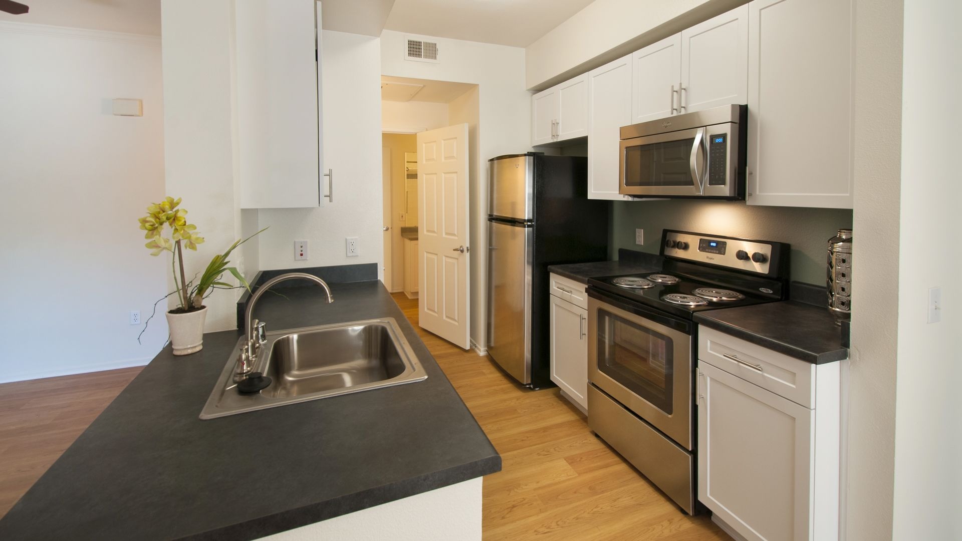 Sonterra at Foothill Ranch Apartments - Kitchen
