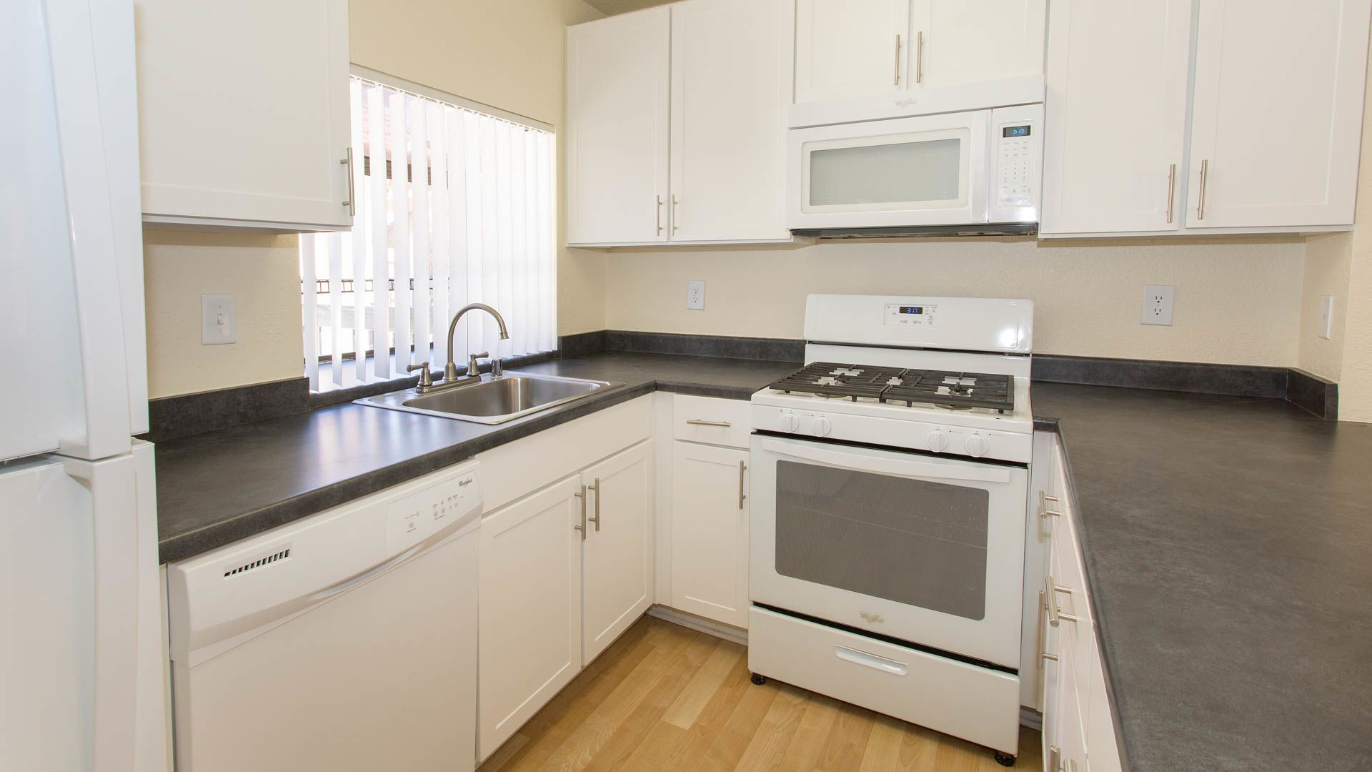 Summerset Village Apartments - Kitchen