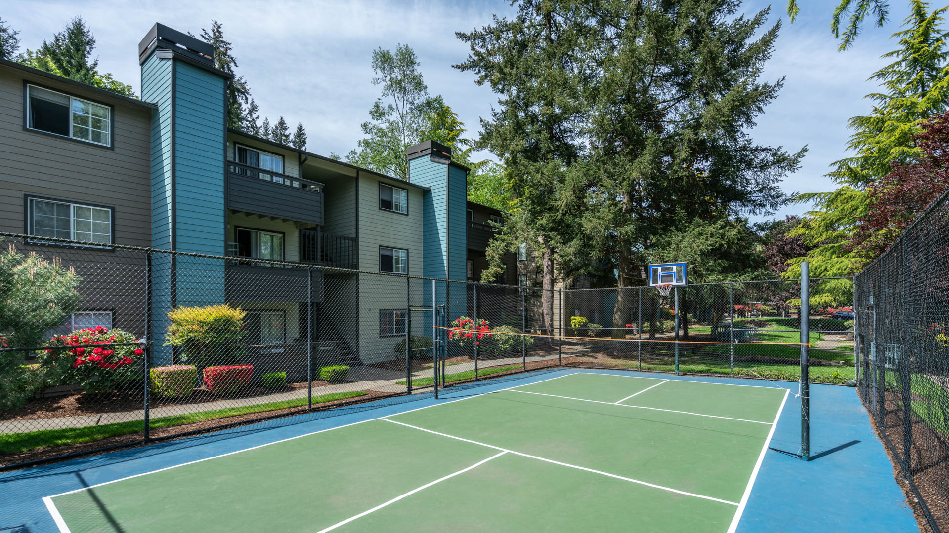 Surrey Downs Apartments - Tennis Court