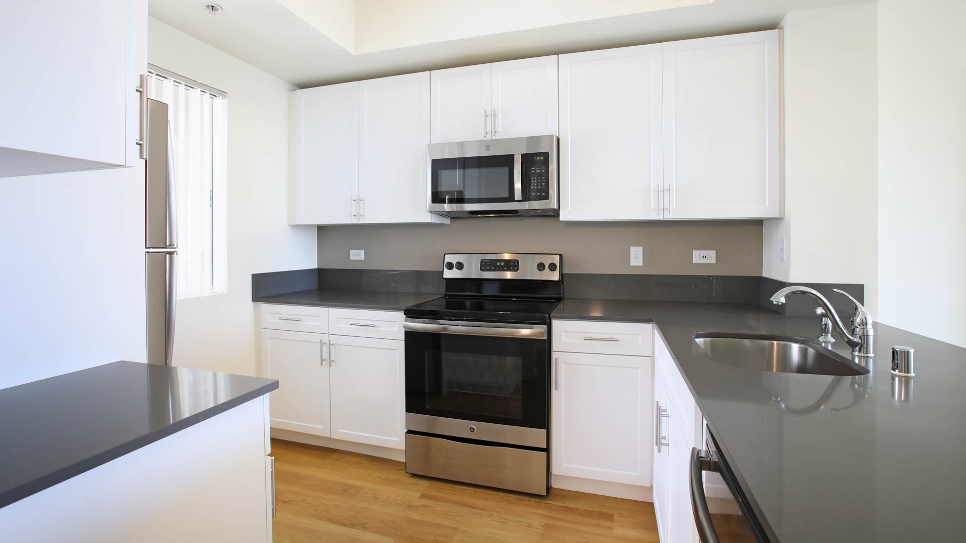 Toscana Apartments - Kitchen