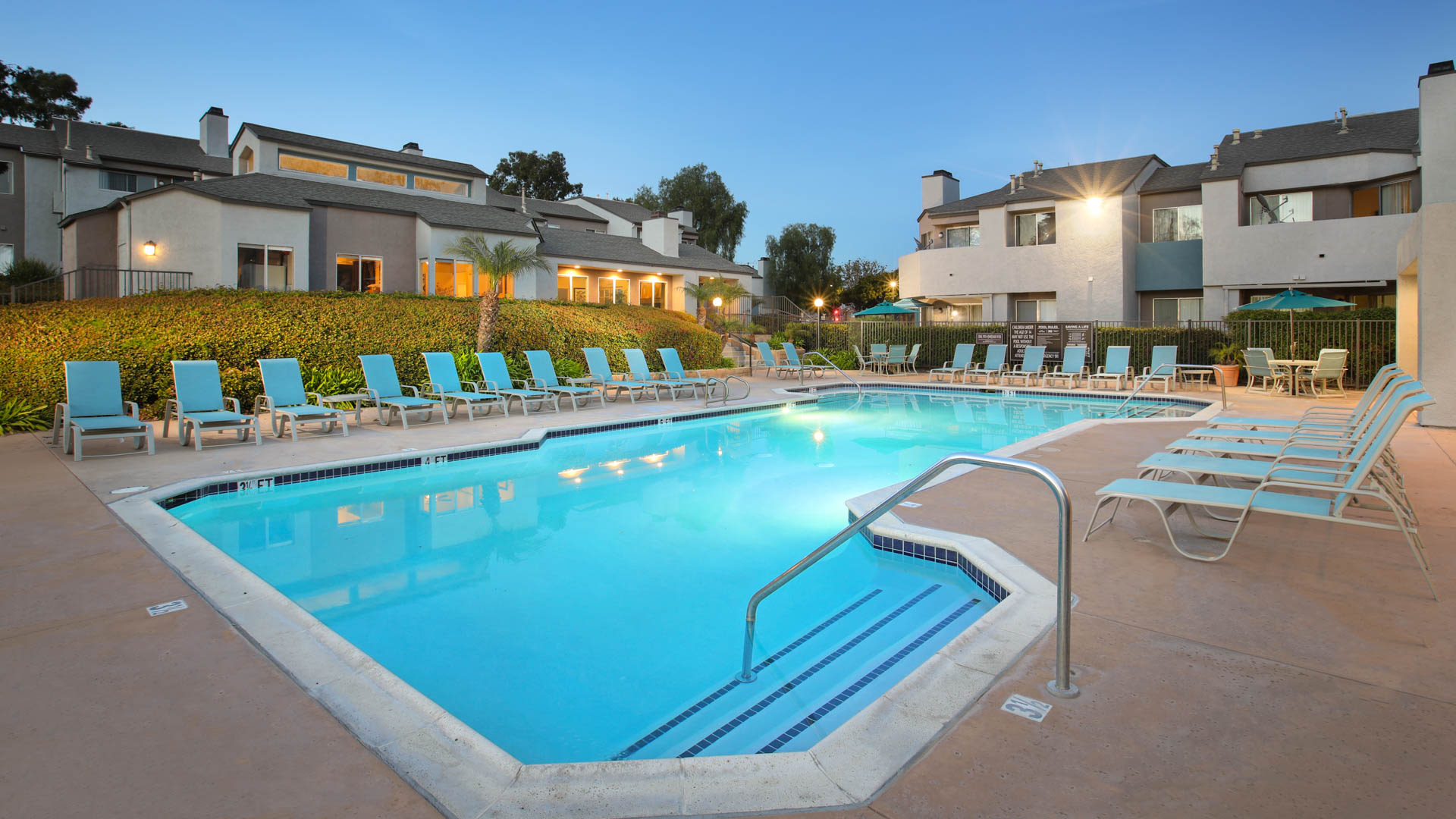 Villa Solana Apartments - Swimming Pool